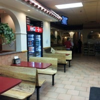 รูปภาพถ่ายที่ Posa Posa Restaurant & Pizzeria โดย Swarmer เมื่อ 12/25/2012