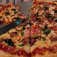 Das Foto wurde bei Presidio Pizza Company von Katie N. am 2/22/2014 aufgenommen