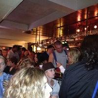 9/30/2012 tarihinde Mandi G.ziyaretçi tarafından Suspenders'de çekilen fotoğraf