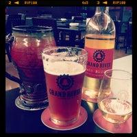 Foto tomada en Grand River Brewery por Tom T. el 7/3/2013