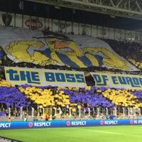 Das Foto wurde bei Ülker Stadyumu Fenerbahçe Şükrü Saracoğlu Spor Kompleksi von Uzay T. am 3/10/2016 aufgenommen