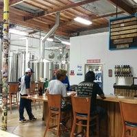 12/17/2015 tarihinde Daniel S.ziyaretçi tarafından Beach City Brewery'de çekilen fotoğraf