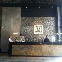 Das Foto wurde bei 11 Mirrors Design Hotel von Kate K. am 3/29/2013 aufgenommen