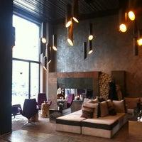Das Foto wurde bei 11 Mirrors Design Hotel von Kate K. am 2/12/2013 aufgenommen