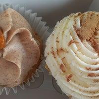 Снимок сделан в Cupprimo Cupcakery & Coffee Spot пользователем Lisa R. 9/27/2012