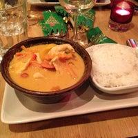 12/6/2012 tarihinde Michelle L.ziyaretçi tarafından Mango Thai Tapas Bar'de çekilen fotoğraf