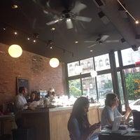 Photo prise au Manhattanville Coffee par Mima D. le6/2/2014