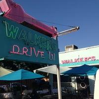 Das Foto wurde bei Walker's Drive In von Chris 'Spike' am 6/12/2013 aufgenommen