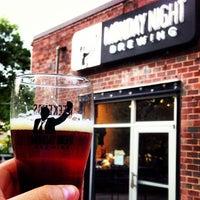 Foto tomada en Monday Night Brewing por Justin H. el 4/22/2013