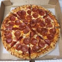 Снимок сделан в 3 Guys Pizza Pies пользователем John M. 1/26/2016