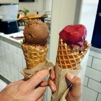 Photo prise au Jeni's Splendid Ice Creams par Rie S. le10/31/2013