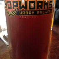 Foto scattata a Hopworks Urban Brewery da Troy K. il 5/19/2013