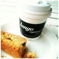 12/16/2014 tarihinde Lungo Espresso Barziyaretçi tarafından Lungo Espresso Bar'de çekilen fotoğraf
