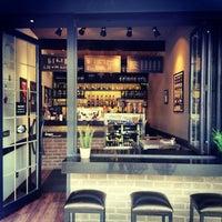3/1/2015 tarihinde Lungo Espresso Barziyaretçi tarafından Lungo Espresso Bar'de çekilen fotoğraf