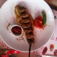 Foto tirada no(a) Köfte Noktası por Asli O. em 10/11/2013