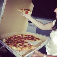 6/2/2013 tarihinde Alyce R.ziyaretçi tarafından Astro's Pizza and Felice's Ristorante'de çekilen fotoğraf