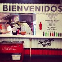 Foto diambil di Los Tacos No.1 oleh Alyce R. pada 6/22/2013