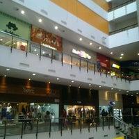 Foto tirada no(a) Miramar Shopping por Cliquet D. em 1/11/2013
