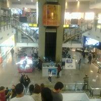 Foto tirada no(a) Miramar Shopping por Cliquet D. em 7/3/2013