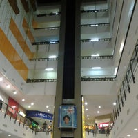 Foto tirada no(a) Miramar Shopping por Cliquet D. em 5/9/2013