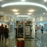 Foto tirada no(a) Miramar Shopping por Cliquet D. em 2/25/2013