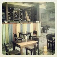 รูปภาพถ่ายที่ Beyoğlu Cafe โดย ece a. เมื่อ 10/14/2013
