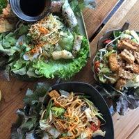 Das Foto wurde bei Hum vegan cuisine von Jackie K. am 8/4/2018 aufgenommen