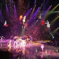 Das Foto wurde bei The Beatles LOVE (Cirque du Soleil) von Debra D. am 9/15/2012 aufgenommen