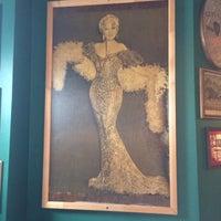 Foto tirada no(a) Neir's Tavern por Gaudiness em 1/21/2014