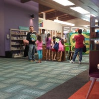 6/23/2014にKathy R.がNiles Public Library Districtで撮った写真