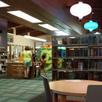6/16/2014にKathy R.がNiles Public Library Districtで撮った写真