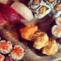 Foto tomada en Blue Ribbon Sushi por Karla M. el 8/18/2013