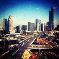 รูปภาพถ่ายที่ Kardan Building โดย Jeka S. เมื่อ 2/26/2013