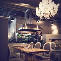 12/6/2012 tarihinde Aziz A.ziyaretçi tarafından Appetit Kitchen & Co'de çekilen fotoğraf