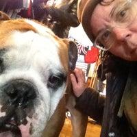 1/26/2013 tarihinde Jen G.ziyaretçi tarafından Duke & Winston Flagship Store'de çekilen fotoğraf