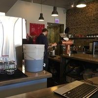 Foto diambil di Damn Fine Coffee Bar oleh Andrew W. pada 11/26/2016