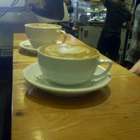 Снимок сделан в Metropolis Coffee Company пользователем Andrew W. 5/5/2013