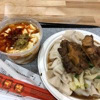 Foto scattata a Xi'an Famous Foods da kat l. il 10/10/2018
