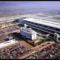 Foto tirada no(a) Aeropuerto Internacional Comodoro Arturo Merino Benítez (SCL) por Sechu . em 4/16/2013