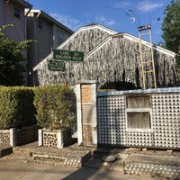 Foto scattata a Beer Can House da Crystal Gel D. il 8/3/2017