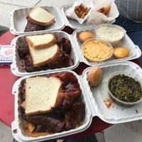 Foto scattata a Hecky's Barbecue da Bill D. il 5/28/2017