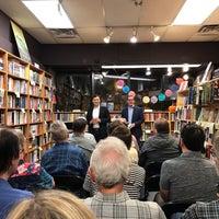 Das Foto wurde bei Unabridged Books von Bill D. am 10/11/2018 aufgenommen