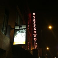Foto tirada no(a) Steppenwolf Theatre Company por Bill D. em 11/2/2012