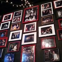 Foto scattata a Dallas Comedy House da Linda G. il 6/7/2013