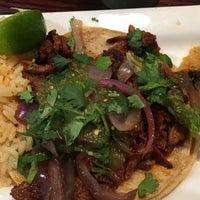 Foto tomada en Burrito Parrilla Mexicana por Sharon H. el 5/9/2017