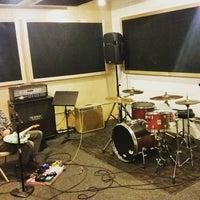 Foto diambil di Music Garage oleh Sam S. pada 2/16/2016