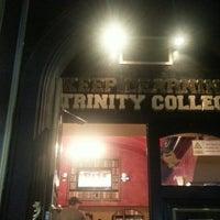 9/13/2013 tarihinde Ana Q.ziyaretçi tarafından Trinity College Pub'de çekilen fotoğraf