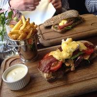 Foto diambil di The Waterloo Bar oleh Wendy T. pada 8/17/2013
