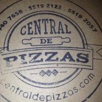 Foto tomada en Central de Pizzas por Amed M. el 4/4/2013