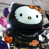 Foto scattata a Party City da Donia il 9/27/2012